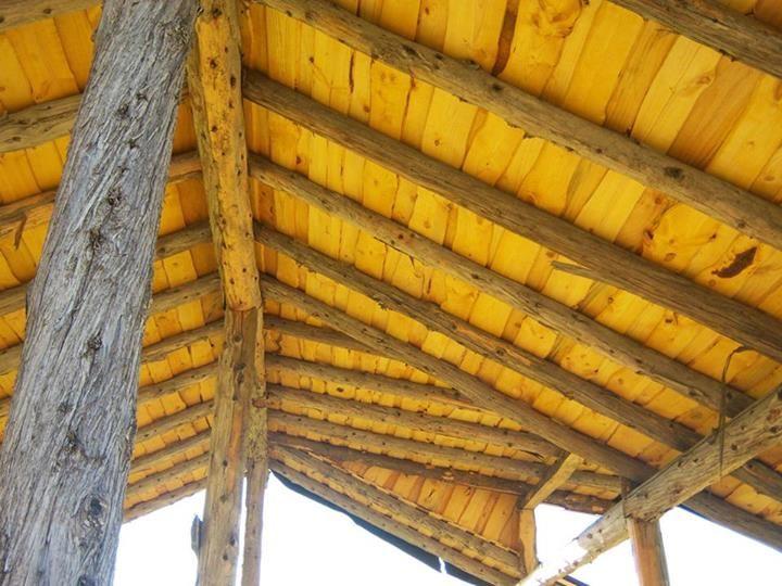 """Casa de barro! En vez de """"machimbre"""", """"sangüichito"""": queda muy lindo y es más económico. Construcción Natural en Mallín Ahogado, Patagonia."""