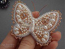 Бабочка-брошь жемчужная   biser.info - всё о бисере и бисерном творчестве