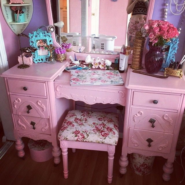 I've dreamed of having a vanity mirror all girly like this.