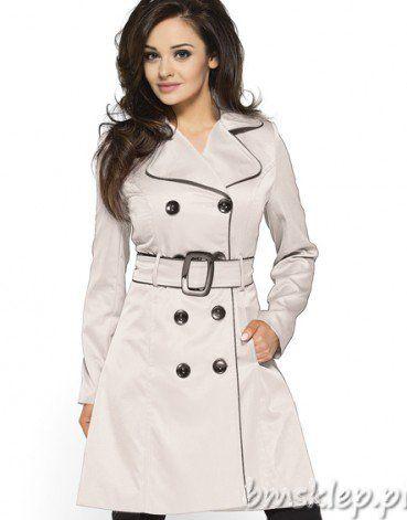 Klasyczny dwurzędowy beżowy płaszcz z paskiem i klamerką, wykończony czarną lamówką. Uszyty z tkaniny o lekkim połysku. Sprawdzi się idealnie jako uzupełnienie stroju składającego się ze spodni, ale jeszcze lepiej będzie wyglądał narzucony na sukienkę lub spódniczkę.... #Kurtki i plaszcze - http://bmsklep.pl/plaszcz-z-lamowka-km06-1p