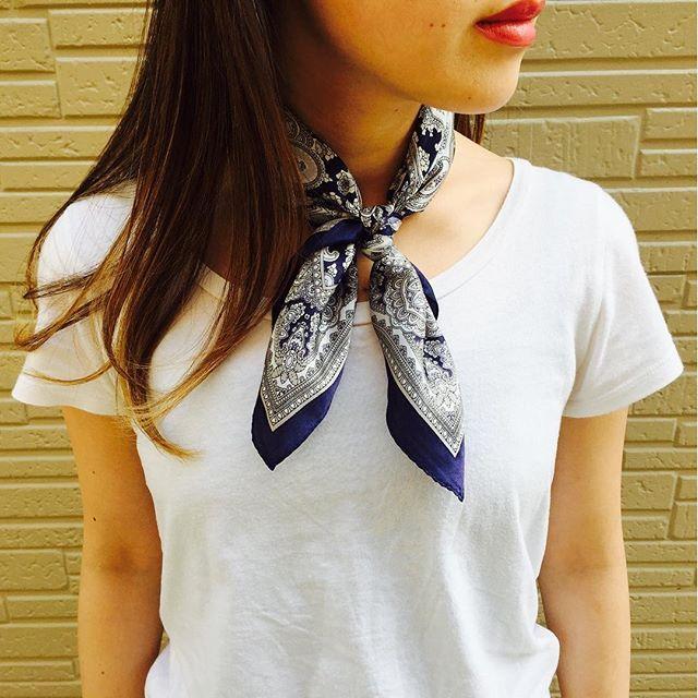 Navy ook populair  populaire paisley zijden sjaal ♡ Free Shipping!  Inclusief btw ¥ 3.400 # gina_rosso # Jinarosso #gina_style # mamu_online # mamustyle # sjaal # kraam # lint # Silk # zijden sjaal # bandana sjaal # sjaal regelen # sjaal Corde # sjaal kronkelende # sjaal armband # sjaal riem # bandana # Hair # haar en make-up # make # online winkel # online shop