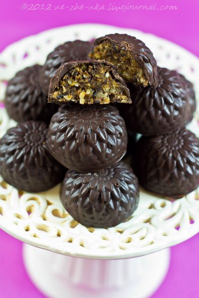 Ореховые конфеты с нутом и сухофруктами