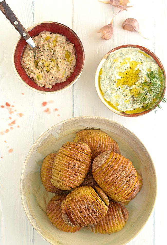 Pieczone ziemniaki harmonijkowe (zwane też Hasselback) z dwoma dipami