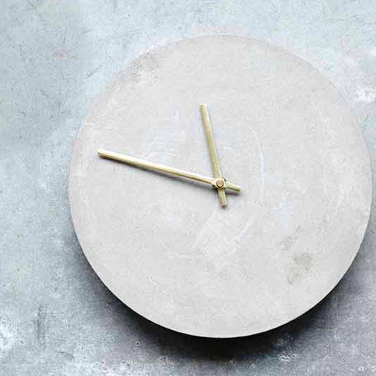 House Doctor Beton Uhr Namens Watch Ist Ein Minimalistischer Design  Zeitmesser, Der Jede Wand Bereichert Und Dem Raum Eine Edle Atmosphäre  Verleiht.