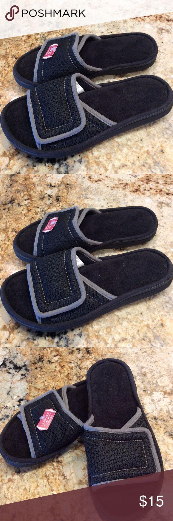 Mens Dear Foams Slippers House Shoes size 7/8 Velcro adjustable close.  Cushy Dear Foams Shoes Loafers & Slip-Ons