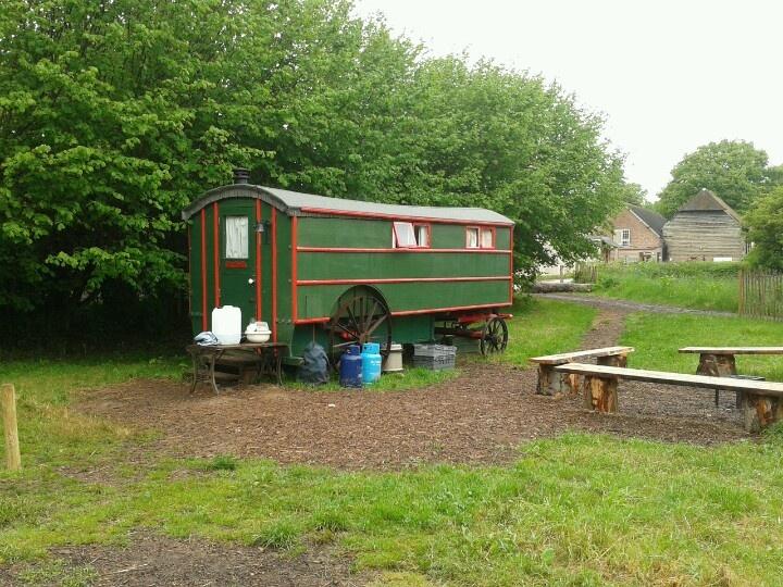 Large Shepherds hut. Wowo campsite.