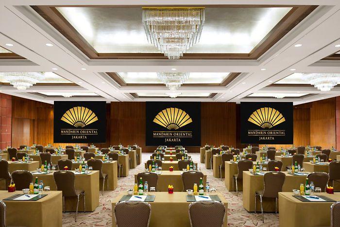 The ballroom at mandarin oriental jakarta ceilings for Design hotel jakarta