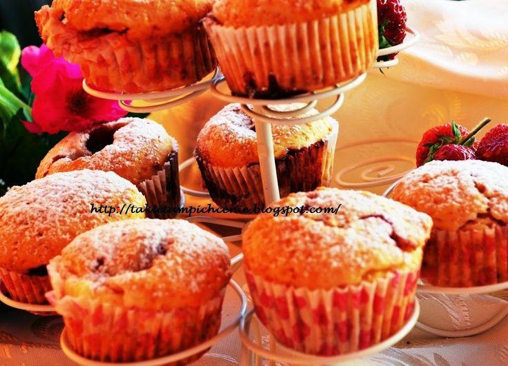 Smak, zapach, kolor, tradycja z nutką nowoczesności...: Muffiny z serkiem i truskawkami