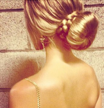 Hot hairstyles and dresses for a night out.  I looove this bun!