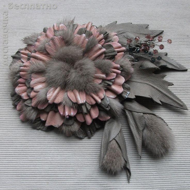 Брошь цветок из кожи и меха Розовый с серым – купить или заказать в интернет-магазине на Ярмарке Мастеров | Махровый цветок выполнен из тонкой розовой и…