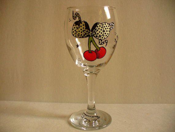 Verre de vin de cerises Old shool peint à la par ROCKYBCREATIONS, $12.00
