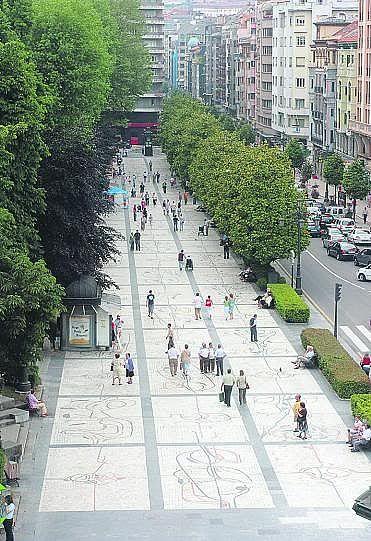 Paseo corredor del Parque San Francisco en la Calle Uria