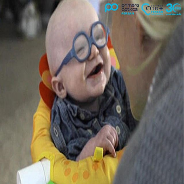 No os podéis perder la reacción de este #bebe al ponerse una #gafas y ver por primera vez a su #madre ¡Podéis ver el #vídeo en nuestro #FB! #gafasdesol #glasses #sunglasses #moda #tendencias #baby #selfie #me #cute #love #girl #happy #fun #like #follow #optica #salud #vision #eyes