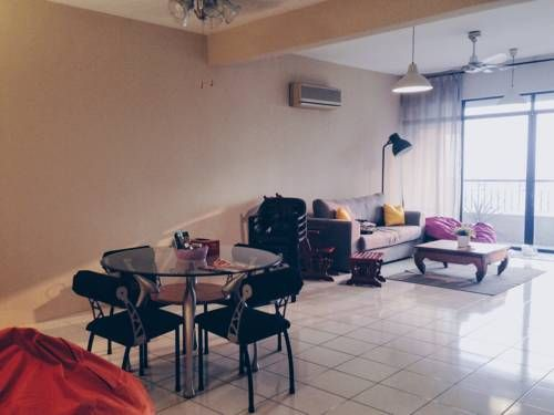 Maxwell Towers Petaling Jaya Located 10 km from KidZania Kuala Lumpur in Petaling Jaya, this air-conditioned apartment features a balcony. The property is 2.9 km from University of Malaya and free private parking is provided. Free WiFi is featured .