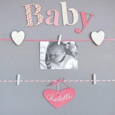 Un joli pêle-mêle personnalisable de la collection Baby par Titoutam, agrémenté de lettres en relief , pour y accrocher des souvenirs et des mots doux. Personnalisable à la craie, il accompagnera Bébé dans le cadre d'un cadeau de naissance ou de baptême.