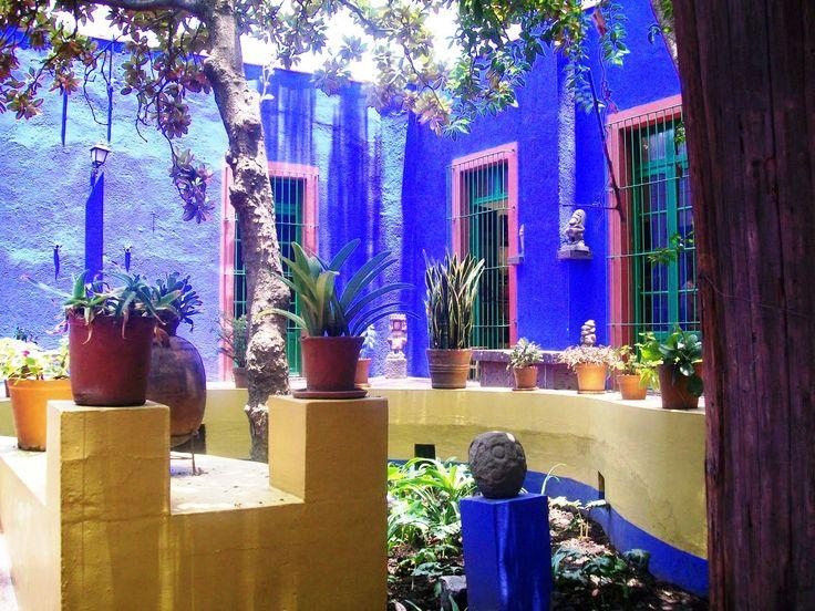 Casa azul patio la casa azul de frida kahlo en la ciudad for Estilos de jardines para casas