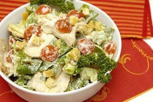 Пикантный салат из перцев и помидоров