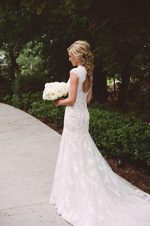 Bruidsjurk romantisch model van kant met open sleutelgat rug