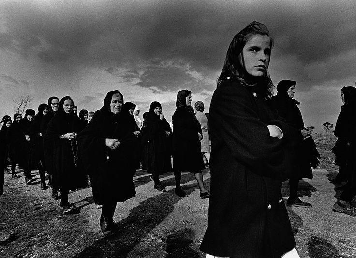 Viernes santo. Bercianos de Aliste, 1971. Rafael Sanz Lobato. Lo puedes ver en real la academia de bellas artes de san Fernando, en Madrid.