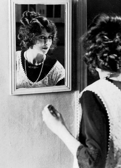 Mildred Harris,the first wife of Charlie Chaplin -1920. Zobacz tłumaczenie