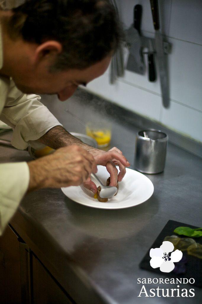 """¿Sabes cuantas estrellas se ven en #Asturias?  Pues si miras al universo de la alta cocina, en nuestra región podemos presumir de tener tres restaurantes con una estrella Michelín y uno con dos estrellas.  En la región hay otras estrellas de los fogones que harán las delicias de los paladares más exigentes, destacando el selecto grupo de establecimientos integrantes de la marca de calidad """"Mesas de Asturias, #Excelencia Gastronómica"""".  Te proponemos asomarte al universo de las estrellas..."""