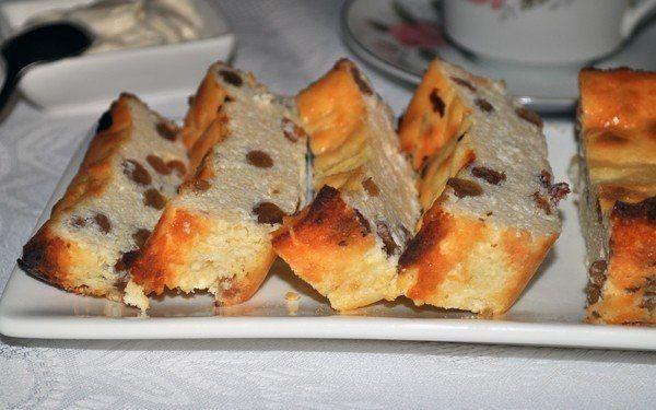 Cottage cheese casserole with raisins