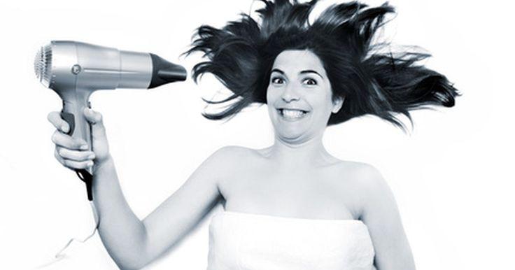 ¿Por qué usar un secador de cabello con aire frío?. El secado del cabello es una parte de muchas rutinas de la mañana. El uso de un secador de cabello con aire fresco reducirá al mínimo los efectos nocivos del calor en el cabello, permitiendo la libertad de estilo.