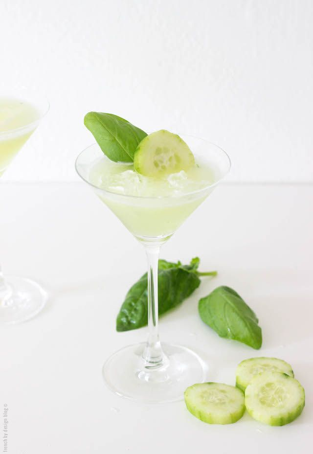 I never would have thought of associating cucumber and basil in a single cocktail, but this very refreshing basil cucumber martini made me change my mind.
