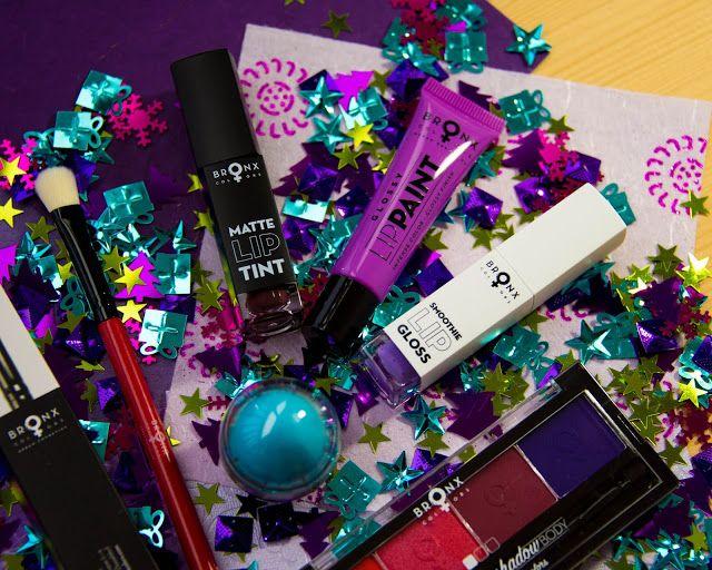 Косметика Bronx colors. Часть 1.   Всем привет! Сегодня расскажу о новой для меня марке косметики -Bronx colors=) Итак герои поста: Бальзам для губ Flavoured Lip Balm Кисть для растушевки Deluxe SHADING BRUSH Пигмент для губ Purple LipPaint Тени для век Single Click Shadow Футляр для теней (SINGLE CLICK SHADOW BODY)  Бальзам для губ Flavoured Lip Balm Бальзам для губ Flavoured Lip Balm. Бальзам с естественным соблазнительным блеском и пленящим ароматом фруктов и ягод. - Обогащен маслом…