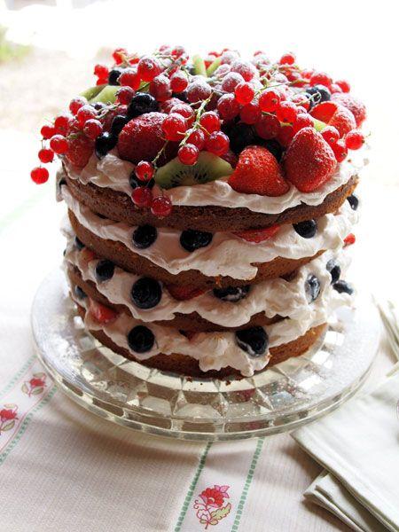 Бисквитный торт с фруктами или ягодами фото рецепт
