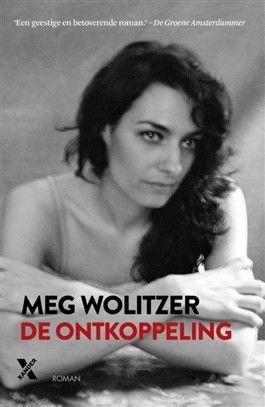 De ontkoppeling, Meg Wolitzer, 2014. Stellar Plains, New Jersey. Dramadocent Fran Heller kiest als schooltoneelstuk de Griekse komedie Lysistrata, waarin vrouwen besluiten niet meer met hun mannen naar bed te gaan. Niemand is immuun, ook niet het populaire docentenkoppel Dory en Robby Lang. De vrouwen zijn bezorgd, de mannen raken gefrustreerd. De avond van de opvoering vormt tevens de climax van de strijd tussen de seksen... De ontkoppeling is een tedere roman over liefde en intieme…