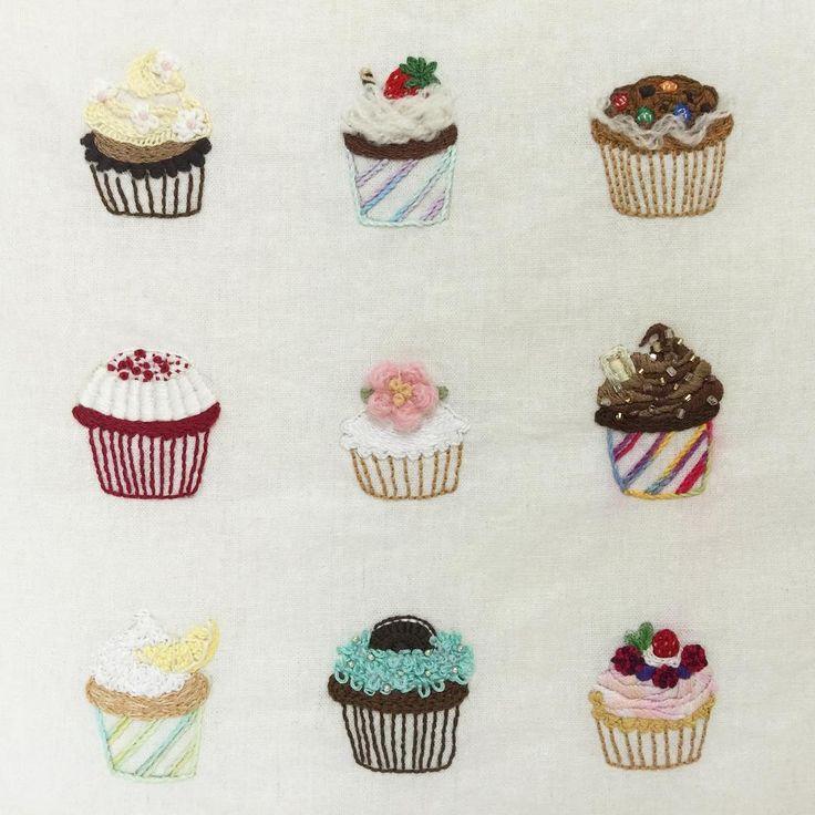 .  생각날때마다 조금씩 작업해서 엄청난 시간이 걸렸던 #컵케이크 #자수 . 맘에 드는것도. 맘에 들지않는것도. . 어차피 2차작업하려고 도안 그려놓은 상태라 이건 여기까지만  . #cupcakes #dessert #딸기 #초코 #민트 #embroidery #handmade #handstitch  #프랑스자수 #생활자수 #손자수  #프롬유_자수일기