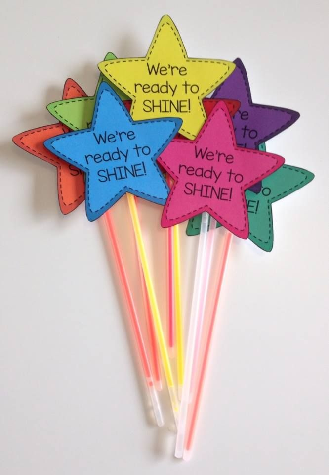 Build classroom community at the beginning of the year with We're Ready To Shine! Motivational gift tags to celebrate the first day of school from Mrs. Beattie's Classroom.