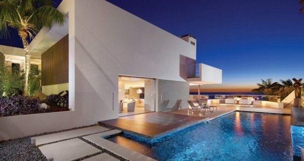 Nowoczesne projektowanie to nowoczesne rozwiązania - dobrze zaprojektowany budynek robi wrażenie również nocą - zadbaj o odpowiednie oświetlenie luksusowej willi i ciesz się pięknym widokiem 24h/dobę! Rockledge Residence czyli willa marzeń prosto z Californii!