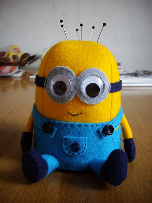 Minion pincushion with pattern and tutorial... OK girls i know it is not a quilt but he is to cute :-)