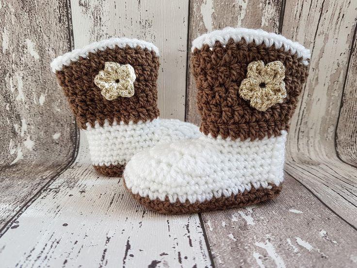 Crochet baby cowboy booties, baby uggs, baby shoes, baby schoentjes, baby schuhe door Frisianknitting op Etsy