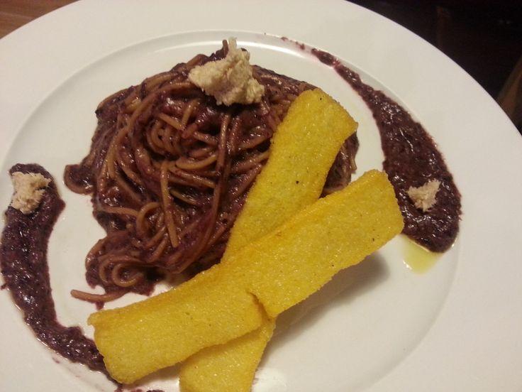 Bigoli (o Spaghetti) alla Crema di Radicchio Rosso http://casalady.blogspot.it/2015/01/bigoli-crema-radicchio-rosso.html