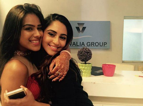 The much-loved screen siblings Nia Sharma and Krystle D'souza aka Manvi and Jeevika of Ek Hazaaron Mein Meri Behna Hai fame recently spent a quality time together and indulged in some PDA as well. They reminded us of the good old times where they shared a great bond on-screen as sister in the show. It …