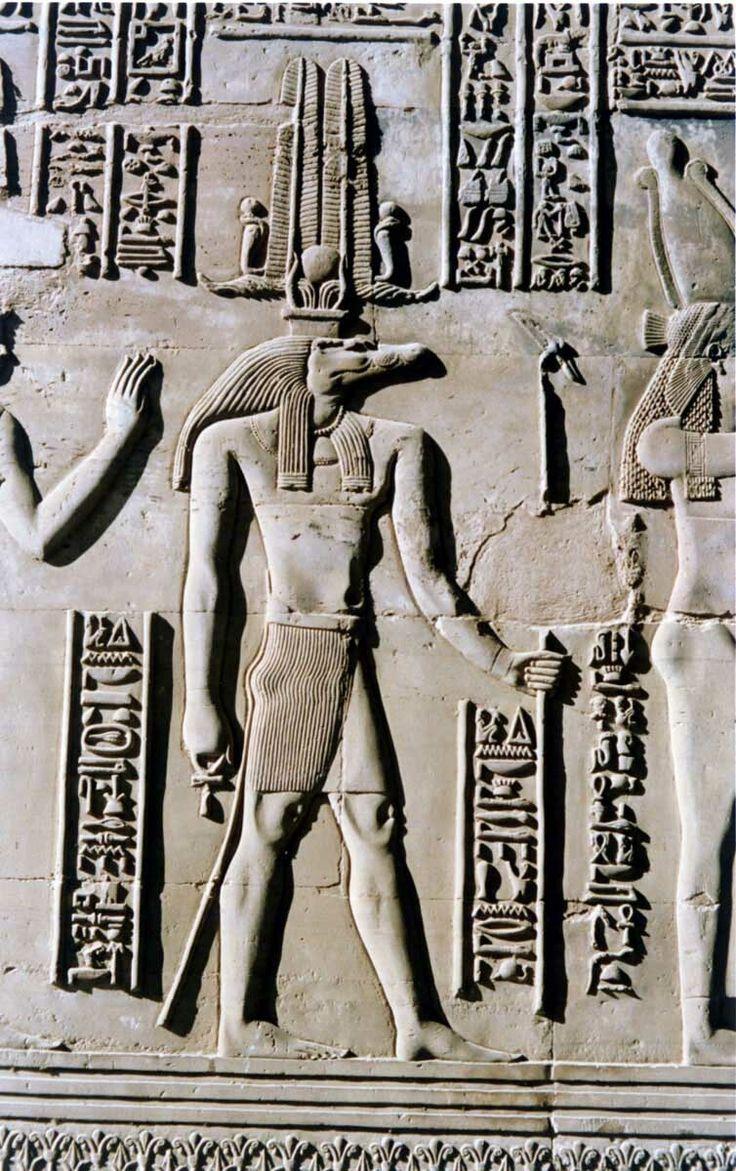Egipto ha sido invadido a lo largo de su historia por: libios, persas, griegos, romanos, árabes, turcos, ingleses, franceses…/ Se dice que debemos en gran parte al antiguo Egipto el origen de las ciencias, sobre todo en geometría y en medicina, y muchos inventos que han cambiado el devenir de la historia como el calendario, el papiro, el arado, etc.