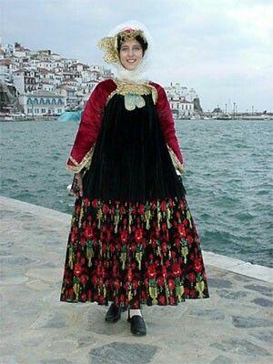 Παραδοσιακη νυφικη φορεσια της Σκοπελου