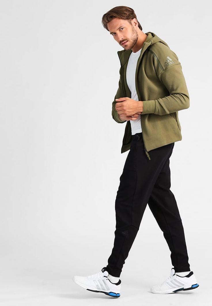 ¡Consigue este tipo de chándal de Adidas Performance ahora! Haz clic para ver los detalles. Envíos gratis a toda España. Adidas Performance Z.N.E Pantalón de deporte black: adidas Performance Z.N.E Pantalón de deporte black Ofertas   | Material exterior: 70% viscosa, 25% nylon, 5% elastano | Ofertas ¡Haz tu pedido   y disfruta de gastos de enví-o gratuitos! (chándal, tracksuit, sweatpants, track, sweatpant, sweat pant, chandals, chándals, comfort fit, chandal, deportivos, deportivo,...