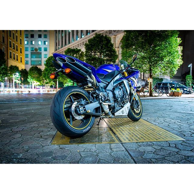 Instagram【hirokiinyorfreedom】さんの写真をピンしています。 《#汐留イタリア街  #イタリア街  #新橋 #スーパースポーツ #バイク #yamaha  #yzfr1  #夜景 #摩天楼 #ありがとうございました》