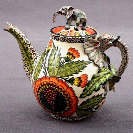 Elephant Tea Pot – Sculptor; Lovemore/ Sondelani Ntshalintshali Painter; Nondumiso Mfuphi