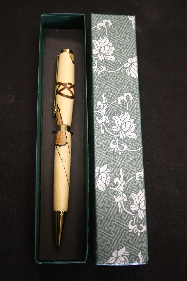 This is the last Saturday before Christmas and is the ideal opportunity to purchase one of his fabulous pens handcrafted in  wood or acrylic