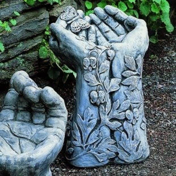 Idea to make hypertufa hands using rubber garden gloves & leaves..