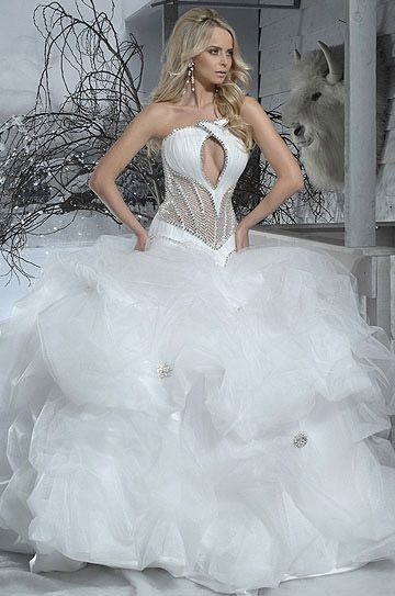 The 32 best Crazy Wedding Dresses images on Pinterest | Homecoming ...