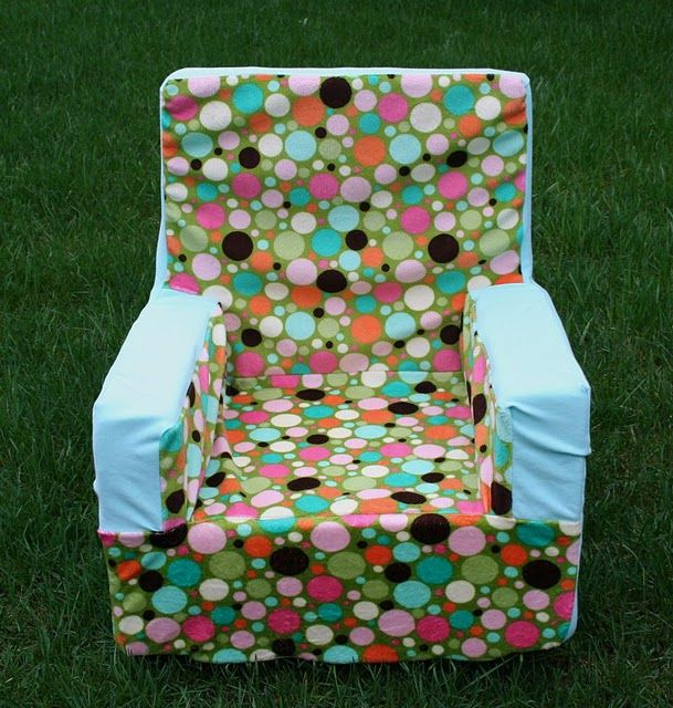 Toddler Chair Tutorial... I have been wanting to find a pattern for this.  Now, let's see if I can actually do it myself.