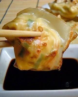 Lobster & Cream Cheese Wontons    Wontons are super popular Chinese dumplings that are usually served in soup or just fried. The stuffing may be different: from meat and mushrooms to bamboo. This recipe isn't for all-authentic Chinese wontons, but if you try them you will never want to make them any other way! The wontons are stuffed with green onions, […]  Continue reading...    The post  Lobster & Cream Cheese Wontons  appeared first on  All The Food That's Fit To Eat .