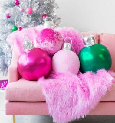 DIY Fabric Christmas ornament pillows (free sewing pattern) // Textil karácsonyfadísz gömb párnák (ingyenes szabásminta) // Mindy - craft tutorial collection // #crafts #DIY #craftTutorial #tutorial