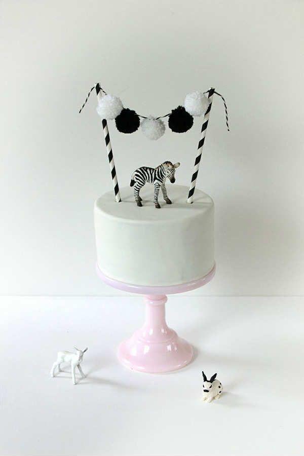 Mini zebra animal cake welcomes you to the jungle!  - 10 Adorable Animal Cakes Part 2 | Tinyme Blog